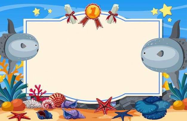 Bannerschablone mit sunfish, der unter dem meer schwimmt