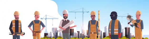Bauarbeiter über baustelle