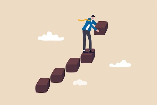 Bauen sie geschäftserfolgstreppen, selbstentwicklung oder karrierewachstum und jobverbesserung, aufwachsen oder jobförderungskonzept, geschäftsmann, der treppe baut, um das aufsteigende geschäftswachstum voranzutreiben.