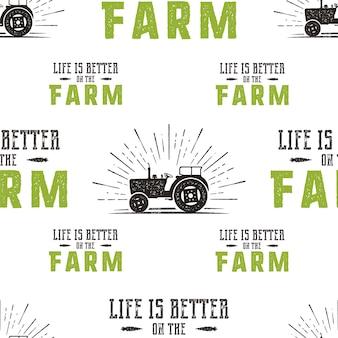 Bauernhof nahtlose musterdesign. das leben ist besser auf dem fatm-zitat und dem traktor im retro-distressed-stil. grüne und braune trendfarben. stock vektorgrafik wallpaper hintergrund für drucke.