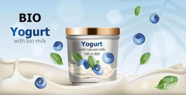 Behälter umgeben von fließendem joghurt aus natürlicher milch