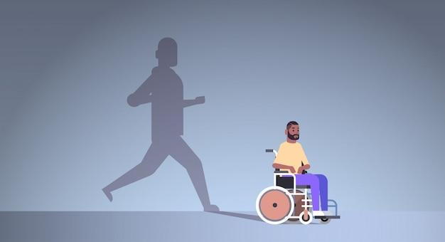 Behinderter afroamerikaner im rollstuhl, der von genesung träumt