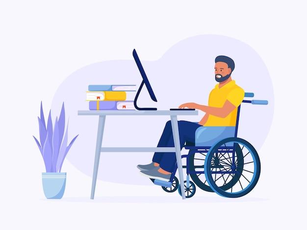 Behinderter mann im rollstuhl, der am computer im innenministerium arbeitet. behinderter am arbeitsplatz. beschäftigung von menschen mit behinderungen und soziale anpassung