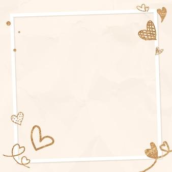 Beige zerknitterter hintergrund des glitzernden herzrahmens des valentinsgrußes