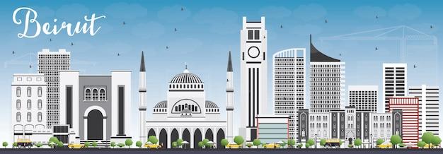 Beiruter skyline mit grauen gebäuden und blauem himmel.