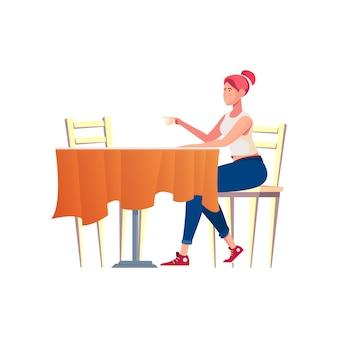 Bekannte romantische komposition mit mädchen, das allein am café-tisch sitzt und kaffee trinkt