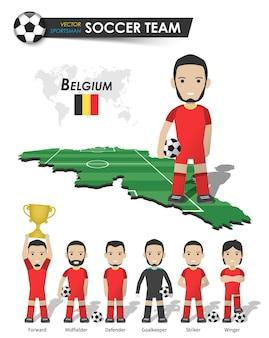 Belgiens fußballnationalmannschaft. fußballspieler mit sporttrikot stehen auf der landkarte des perspektivfeldes und der weltkarte. set von fußballspielerpositionen. flaches design der zeichentrickfigur. vektor.