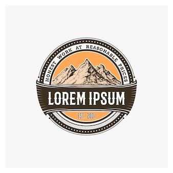 Berg-logo-abzeichen für ihre schablonen-designs