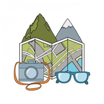 Berglandschaftsszene mit papierkarte und kamera