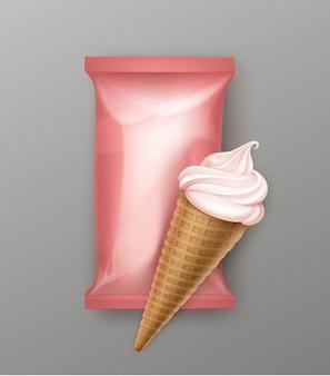 Berry soft serve eiscreme-waffelkegel mit hellrosa plastikfolienverpackung für branding-paket nahaufnahme auf hintergrund