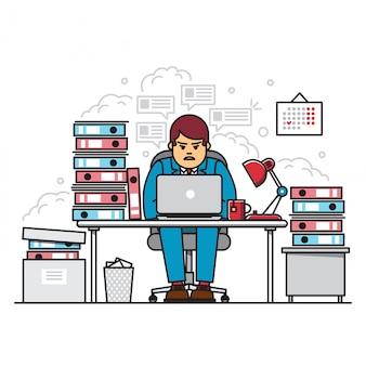 Beschäftigter, müder und verärgerter fleißiger mann, der laptop benutzt, während er während der hauptverkehrszeit inmitten von ordnern mit dokumenten im büro sitzt.