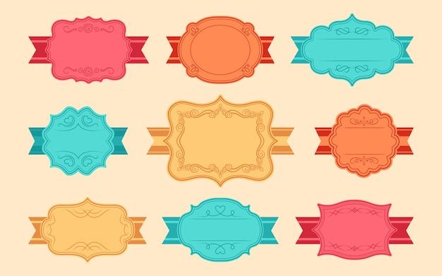 Beschriften sie dekorative bandrahmen für text. farbe elegante königliche verzierte aufkleberanhänger. dekorative vintage leere rahmenkollektion. retro-teiler, locken und wirbel kalligraphisch. isolierte illustration