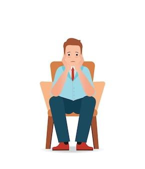 Besorgter mann, der die traurigkeit und druck sitzt auf dem stuhl glaubt