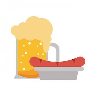 Biercup und wurst auf teller