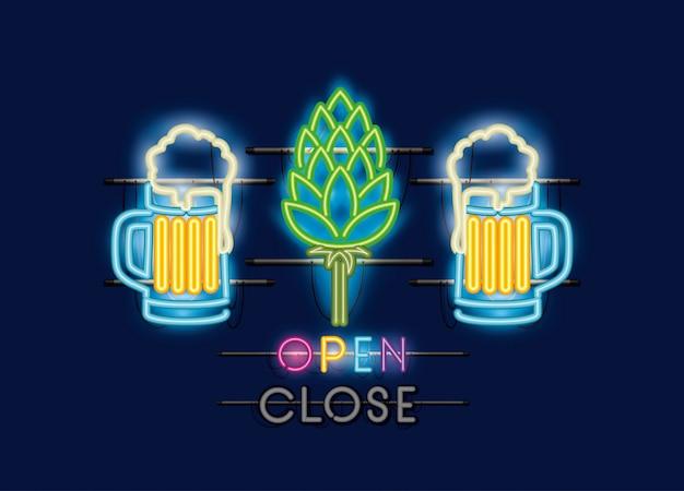 Biergläser und spitzen neonlichter