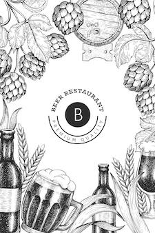 Bierglasbecher und hopfen-designschablone. hand gezeichnete pub-getränkeillustration. gravierter stil. retro brauerei illustration.