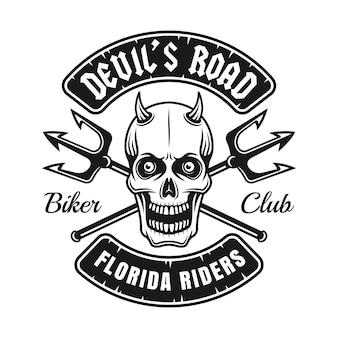 Biker club logo mit teufelsschädel und zwei gekreuzten dreizack