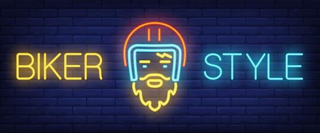 Biker style neon text mit biker im helm