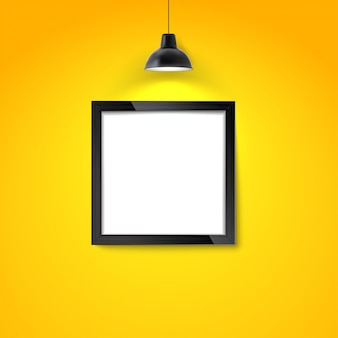 Bilderrahmen auf gelber wand mit hängelampe. leerer fotorahmen oder plakatschablone.