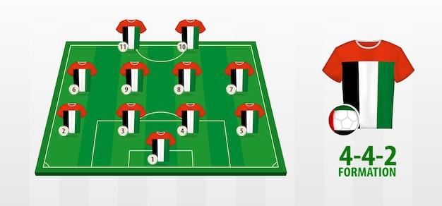 Bildung der fußballnationalmannschaft der vereinigten arabischen emirate auf dem fußballplatz