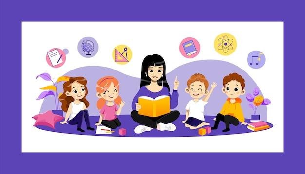 Bildung im kindergarten und zurück zum schulkonzept. junges fröhliches lehrer-lesebuch für kinder in der schule oder im kindergarten. glückliche kinder, die frau hören