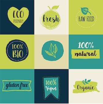 Bio, ökologie, bio-logos und etiketten. hand gezeichnete bio gesunde lebensmittel, satz rohe, vegane, gesunde lebensmittelzeichen, bio- und elementsatz