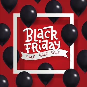Black friday sale mit glänzenden schwarzen luftballons und handgezeichnetem schriftzug.
