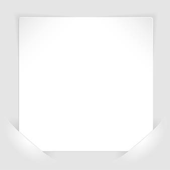Blatt weißes papier in taschen montiert