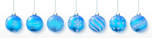 Blau glänzender glitzer leuchtende und transparente weihnachtskugeln. weihnachtsdekoration