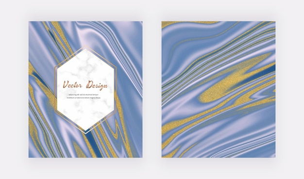 Blaue flüssige tinte mit goldenen glitzerkarten und marmoreffekt