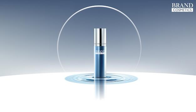 Blaue sprühflaschen der kosmetischen anzeigen auf wasser