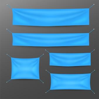 Blaue textilfahnen mit faltenschablonensatz