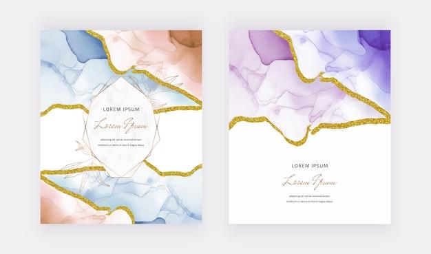 Blaue und lila alkoholtinte mit glitzer-designrändern und geometrischem marmorrahmen. abstrakter handgemalter hintergrund.