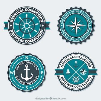 Blaue und weiße nautischen abzeichen in flaches design