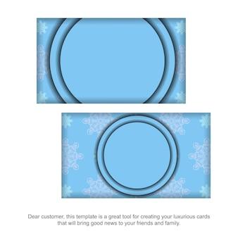 Blaue visitenkarte mit griechischen weißen ornamenten für ihre persönlichkeit.