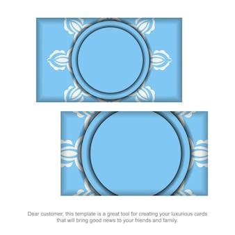 Blaue visitenkarte mit griechischer weißer verzierung für ihre kontakte.