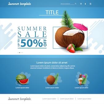 Blaue websiteschnittstellenschablone für sommerrabatte und -verkäufe mit erdbeercocktail in der kokosnuss