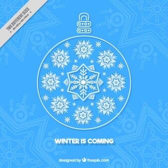 Blaue Weihnachtskugel mit Schneeflocken Hintergrund verziert