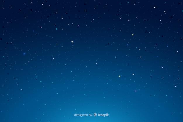 Blauer himmel der sternenklaren nachtsteigung