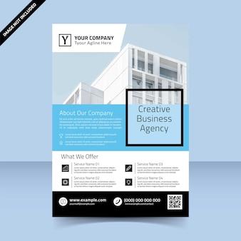Blauer himmel flyer vorlage design kreative geschäftsagentur