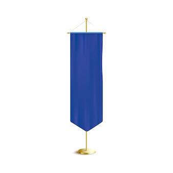 Blauer vertikaler wimpel oder flagge, die auf goldenem gestell, realistische vektorillustration hängen. poster- oder werbebanner-vorlage.