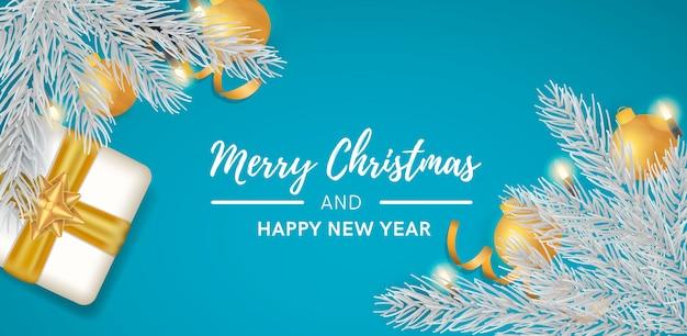 Blauer weihnachtshintergrund mit realistischer dekoration