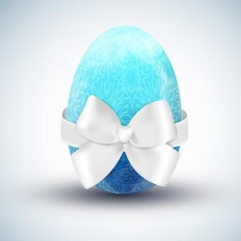Blaues glückliches osterei mit realistischer vektorillustration des weißen seidenbogens