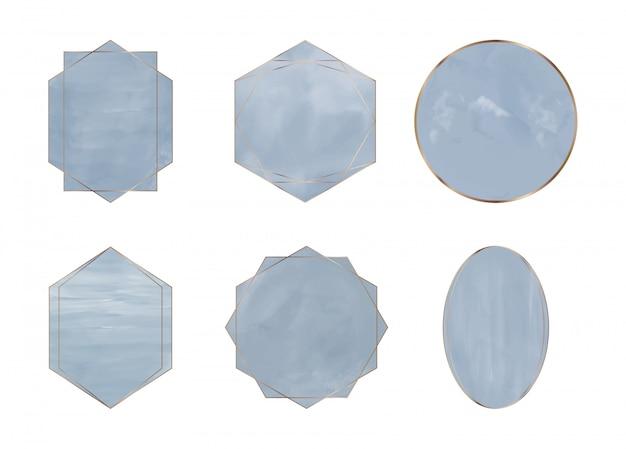Blaues pinselstrichaquarell mit geometrischen polygonalen goldenen linienrahmen. spritzt clipart. abstrakte waschungen.