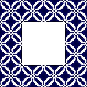 Blaues und weißes keramisches quadratisches rahmenmuster