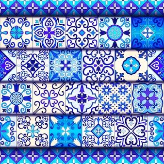 Blaues und weißes marokko deckt nahtloses muster mit ziegeln.