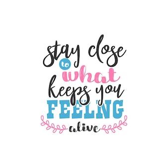 Bleiben sie in der nähe dessen, was sie am leben hält, inspirierendes zitate-design