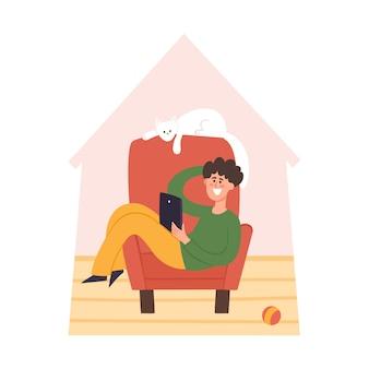 Bleiben sie zu hause illustration, junger mann mit katze, die auf stuhl sitzt und zu hause am laptop arbeitet. freiberuflich tätig, selbst zu hause gegen coronavirus-pandemie isoliert, flacher schutz