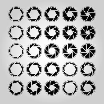 Blende der kameralinse. blendenpiktogramm, optische linsen. sammlung von foto- oder videokamera-schnappoptiken mit unterschiedlicher position der blütenblätter. umriss silhouette vektor isolierte sammlung