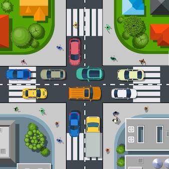 Blick von oben auf die stadt. städtische kreuzung mit autos und häusern, fußgängern.